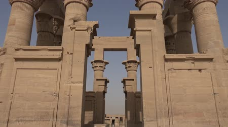 esfinge : Buildings and columns of ancient Egyptian megaliths. Ancient ruins of Egyptian buildings