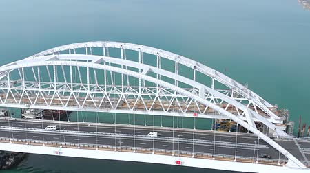 řek : Crimean bridge before the opening of traffic on it. Grandiose construction through the Kerch Strait. Megastore.