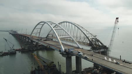 curso : Arch of the Crimean bridge. Construction of the Crimean bridge. Grandiose construction in the Kerch Strait. Vídeos