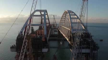 Construction of the Crimean bridge. Grandiose construction in the Kerch Strait Arch of the Crimean bridge. Construction of the Crimean bridge. Grandiose construction in the Kerch Strait. Dostupné videozáznamy