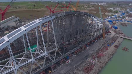 krym : Arch of the Crimean bridge. Construction of the Crimean bridge. Grandiose construction in the Kerch Strait. Dostupné videozáznamy