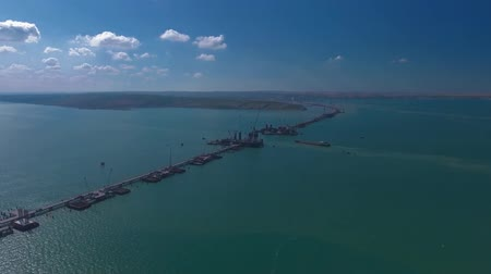 плевать : Construction of the Crimean bridge, view from the drony on top of the construction site in the Kerch Strait. Стоковые видеозаписи