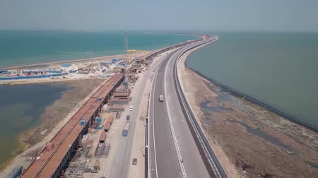plivat : Construction of the Crimean bridge. The process of building a bridge. Assembling spans and arches of the bridge. Dostupné videozáznamy