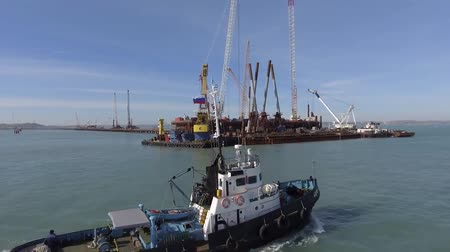 Construction of the Crimean bridge. The process of building a bridge. Assembling spans and arches of the bridge. Dostupné videozáznamy