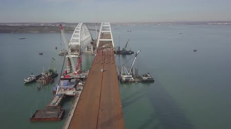 kusy : Construction of the Crimean bridge. The process of building a bridge. Assembling spans and arches of the bridge. Dostupné videozáznamy