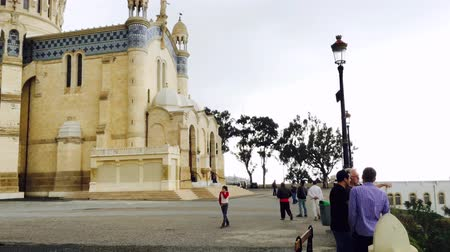 la tour eiffel : ALGIERS, ALGERIA - APRIL 8, 2016: Cathedral of Notre dame dAfrique, Algiers Algeria. The basilica was inaugurated in 1872, after fourteen years of construction. Stock Footage