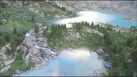 szibéria : Kuyguk lake and waterfall in Altai mountains. Russian landscape aerial view
