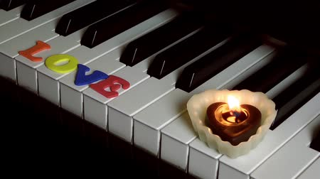 jubileum : Love on Piano toetsen en kaarslicht