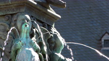 alegorie : Fountain and Ancient Statue in Frankfurt