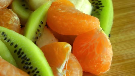 kivi : Mixed of Fresh Healthy Fruits