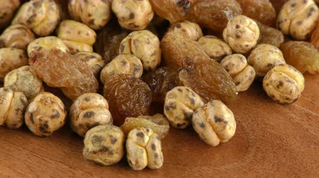 uva passa : Raisins and Chickpea Macro View