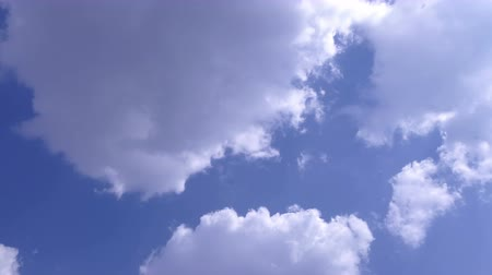 fényesen : Soft Smooth Heavenly Clouds on Clear Sky in Sunny Day