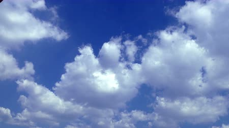 lucernario : Soft Smooth Heavenly Clouds in Clear Sky in Sunny Day Filmati Stock
