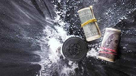 impressão digital : slow motion fallen on cocaine against rolls coin made by ethereum platform creating applications on block chain base