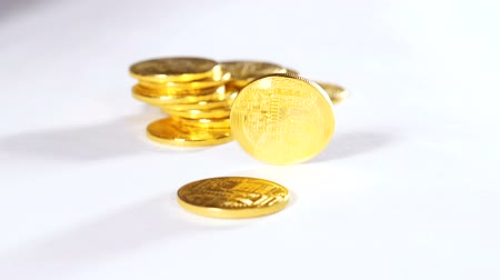 vantagem : slow motion golden model of worldwide payment system bitcoin open and accessible for all people falls on coin