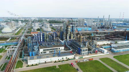 rurociąg : drone flies above large refinery territory with lawns and carriers