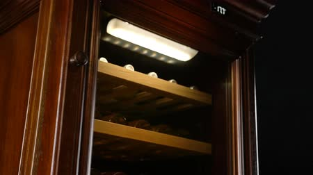 kombinasyon : macro illuminated cabinet protects wine from oxidation which occurs when air penetrating in bottle