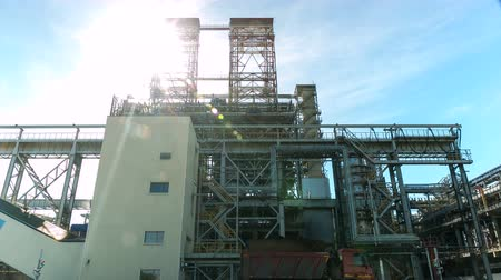 petrolkémiai : time lapse production process carried out on petroleum plant territory under scorching sun rays
