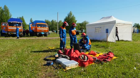 hasič : fire brigade students prepare for training looking at equipment