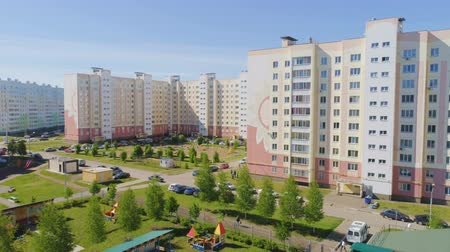 САИТ : motion above school yard against dwelling buildings Стоковые видеозаписи
