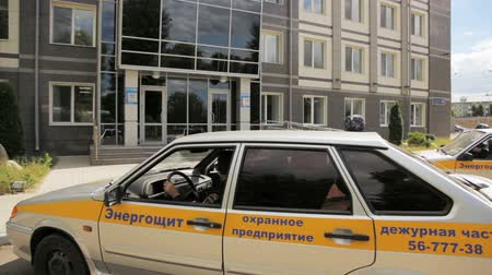 телохранитель : security company automobiles stop at office guards get out and run