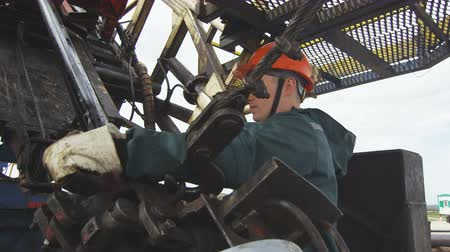fossil fuel : employee operates with pipe installed on exploratory drilling machine