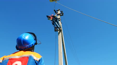 lineman : electrician removes dummy victim from post at training Stock Footage