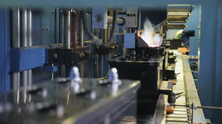 nikl : motion past machine operating with flame on production line