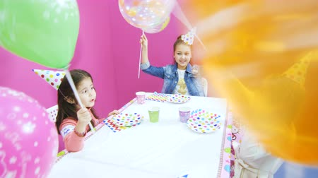 köszönt : small friends wish cute girl happy birthday in playroom Stock mozgókép