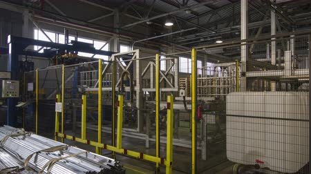 beczka : timelapse production line transports bulks in workshop Wideo