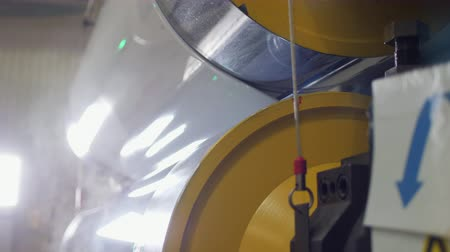 komplexní : hot press and rollers operate with piece of plastic closeup