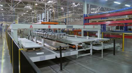 refrigeração : production line manipulator takes metal and puts on conveyor