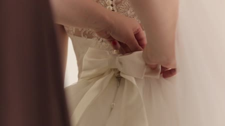pacto : Tying Bow On A Dress