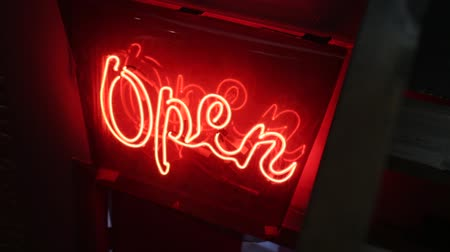 рецессия : The open sign light on the door neon