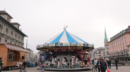 çimenli yol : Carousel With Horses Go Round Stok Video