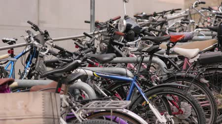 pedale : Vélos sur le parking