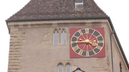 torre sineira : Clock On The Building Facade