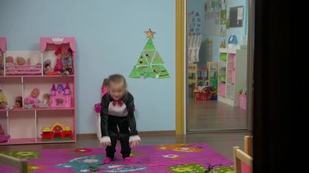 skákání : Little Active Girl Is playing in the room