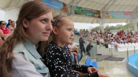 sfruttamento : Little Girl and mother watching a Show