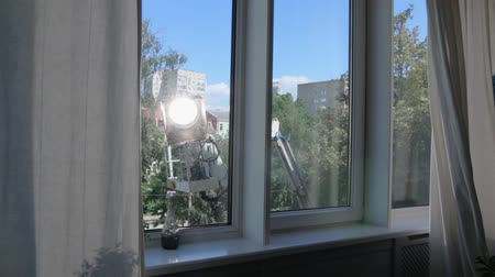 sinematografi : Cherry Picker Film Light Set Moves