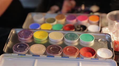 paleta : The Set Makeup Paints Dostupné videozáznamy