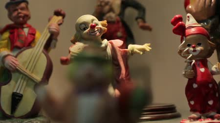 statuette : Clown With Violin Figurine Stock Footage