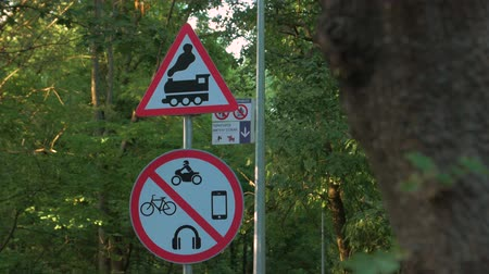 ter cuidado : A Warning Sign Of Train