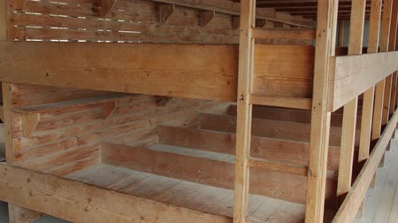 hapsedilme : The Bunks In A Barrack