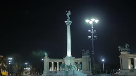 герои : Night Heroes Square Budapest Hungary