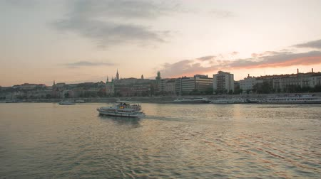 budapeszt : Budapest Danube River And Cityscape Wideo