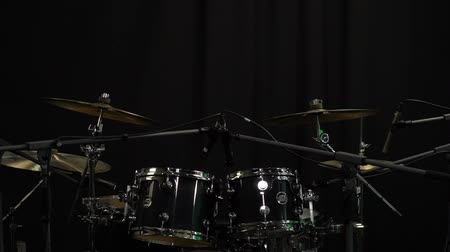 dobverő : Drum Set In The Dark