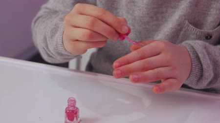 lakier do paznokci : Nails Polish Little Girl Wideo
