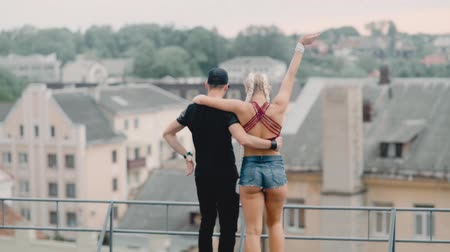 Lovely young couple tourists walking together on the roof Wideo