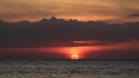 přímořská krajina : Beautiful sunset at the beach in Philippines Dostupné videozáznamy